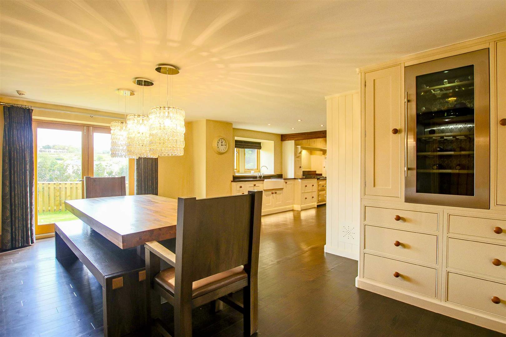 5 Bedroom Cottage For Sale - Image 28